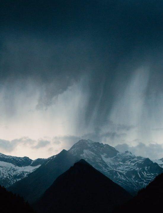 Nubes y LLuvia sobre las montañas